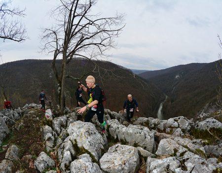 Alergare montana in Padurea Craiului belvedere Defileul Crisului Repede Traseul Deventului