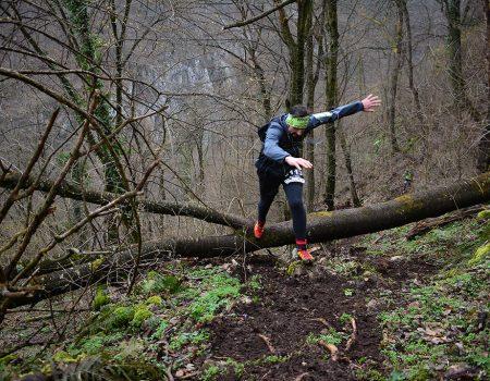 Alergare montana in Padurea Craiului urcare Devent Traseul Deventului