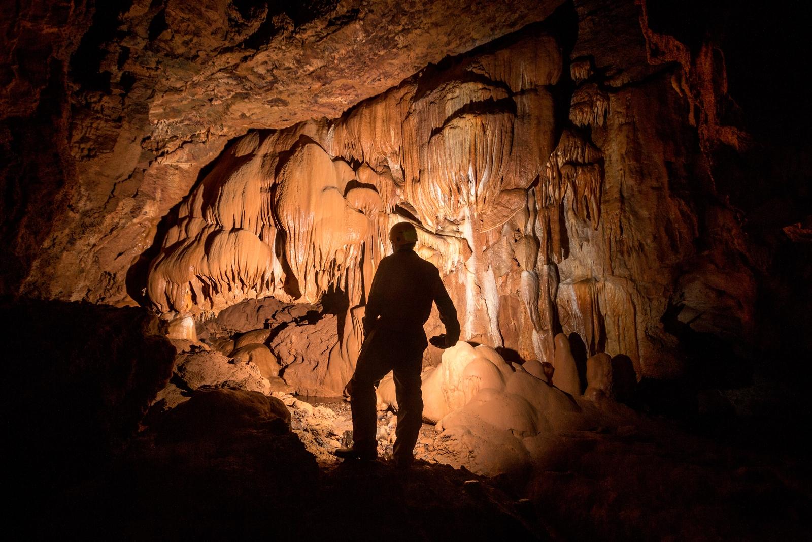 Hârtopul Bonchii Cave