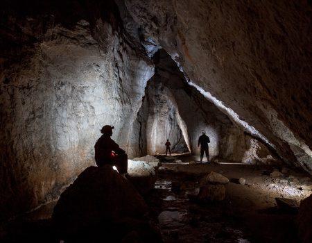 Speoturism Padurea Craiului speologie in pestera Moanei