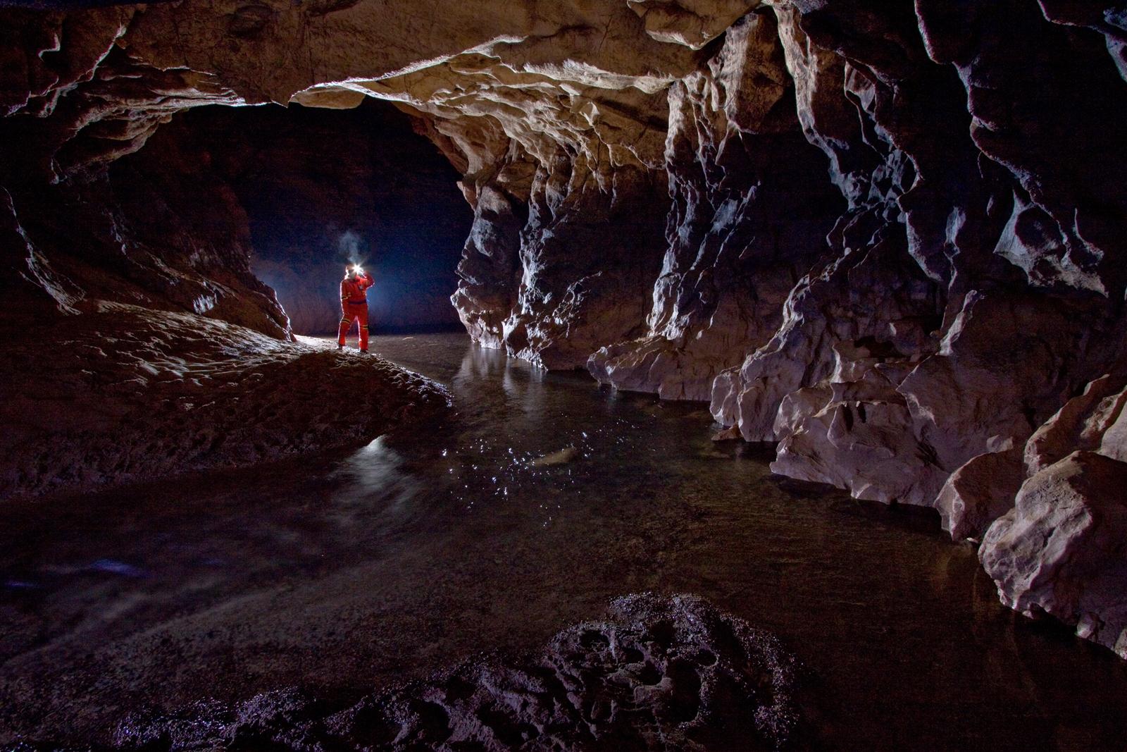 Vadu Crișului Cave
