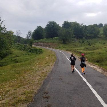 Alergare montana in Padurea Craiului urcare pestera Farcu traseul colinelor