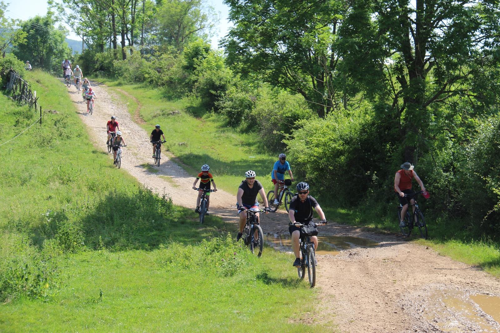 Pe bicicletă în Pădurea Craiului