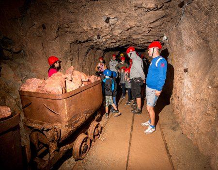 Drumetie muzeu minier pestera cu cristale farcu stanu carnului punct albastru