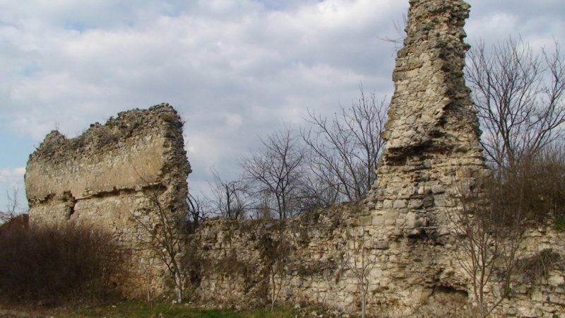 Padurea Craiului Cetatea Kornis