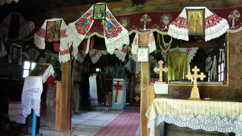 Padurea Craiului Soimus Petreasa biserica de lemn