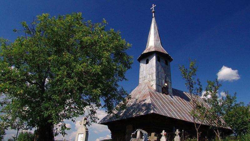 Padurea Craiului biserica de lemn Cimpani de Pomezeu