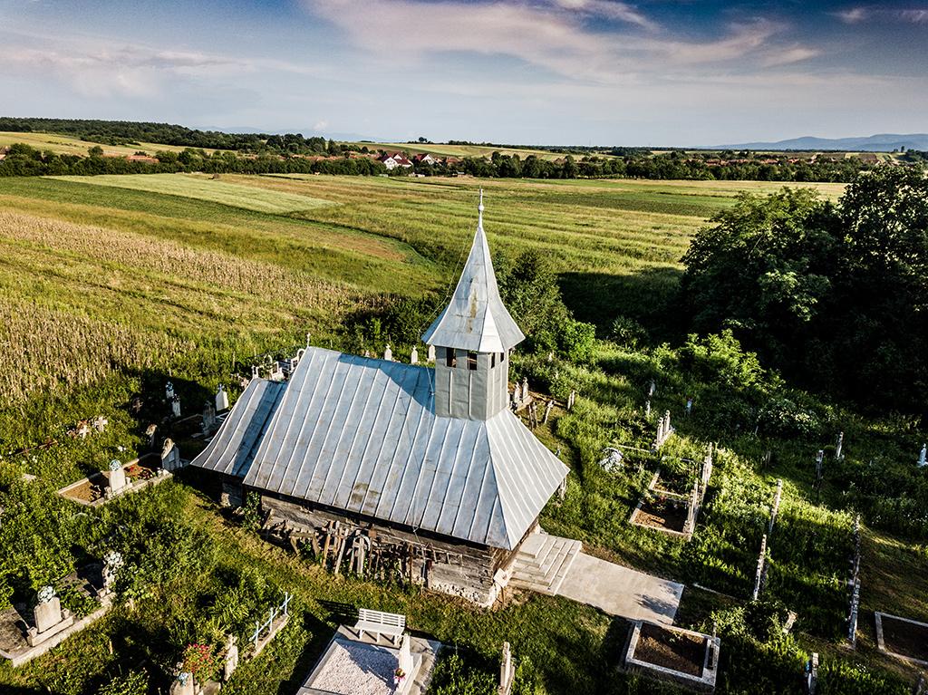 Padurea Craiului biserica de lemn Soimus Petreasa Valea Rosia