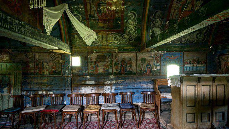 Padurea Craiului biserica de lemn Valea Crisului interior valea crisului repede