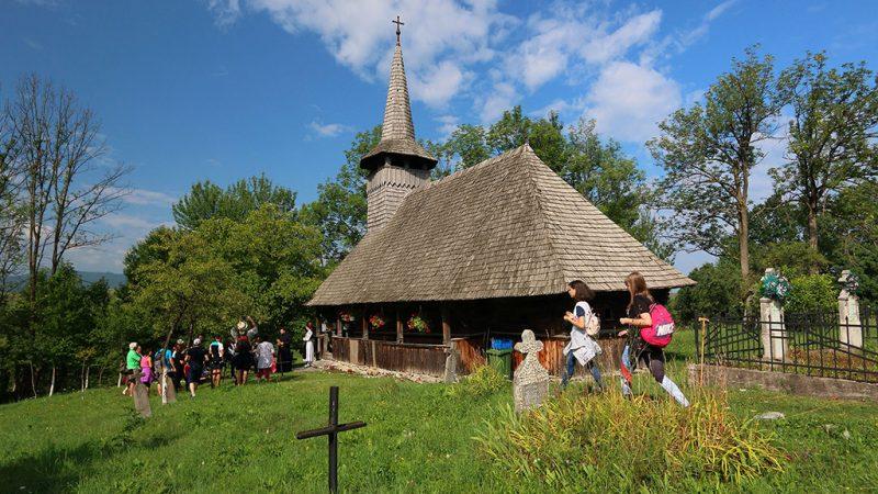 Padurea Craiului biserica de lemn Valea Crisului valea crisului repede