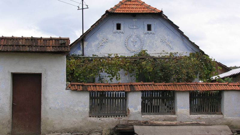 Padurea Craiului casa traditionala Pomezeu