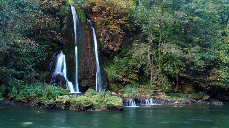 Padurea craiului cascada vadu crisului valea crisului repede