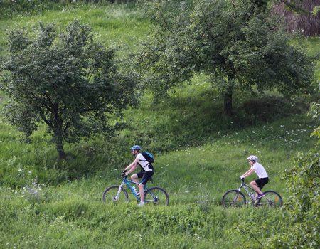 Cicloturism aventura cu familia Valea Rosia T
