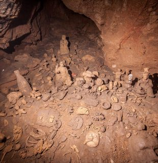 Speoturism Padurea Craiului pestera Batrinului muzeulu figurilor de argila