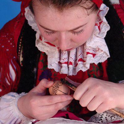Padurea Craiului Valea Rosia traditii impistrit oua