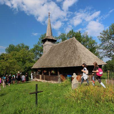 Padurea Craiului biserici de lemn Valea de Cris