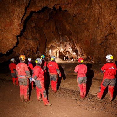 Padurea Craiului cu echipa in pestera team building