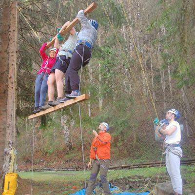 Pdurea Craiului teambuilding aventura cu colegii
